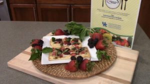 berry and basil pizza crisp